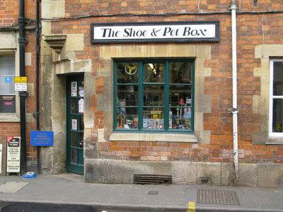 The Shoe and Pet Box